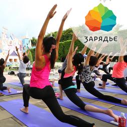 Практика йоги у стены