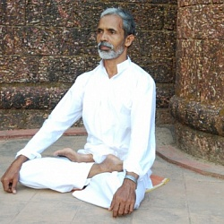 The guru of yoga therapy and pulse diagnosis, master Sri Chandran is in Moscow again!