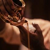 Аюрведический массаж маслом основные виды и техники.